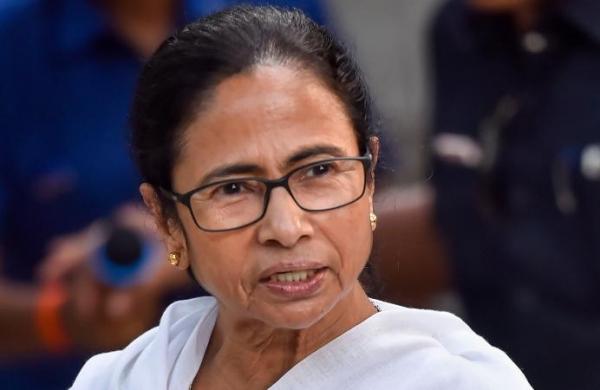 CM Mamata visits gutted Kolkata slum, promises to rebuild shanties