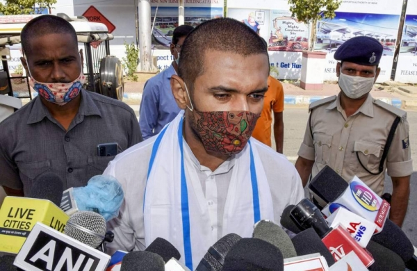 Chiragcontinues tirade against Nitish,dodges queries about prospects at Centre