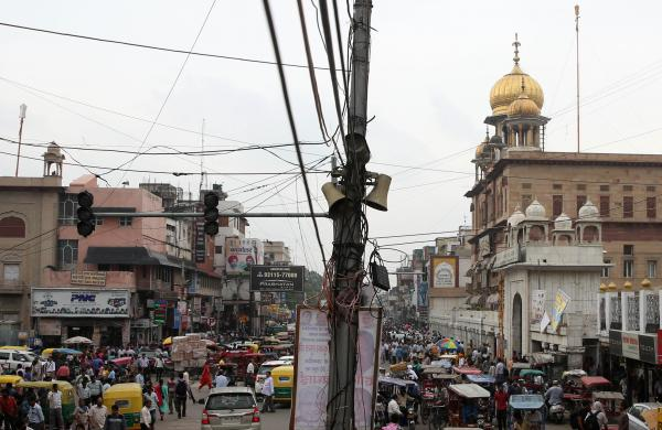 HC directs agencies to remove hanging wires, cables in Chandni Chowk or face action