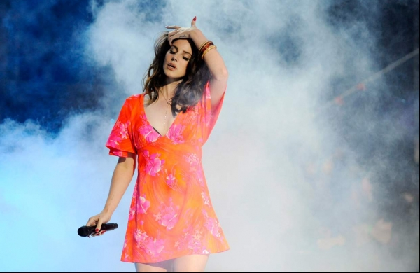 Lana Del Rey defends herself from backlash over lack of diversity on new album cover