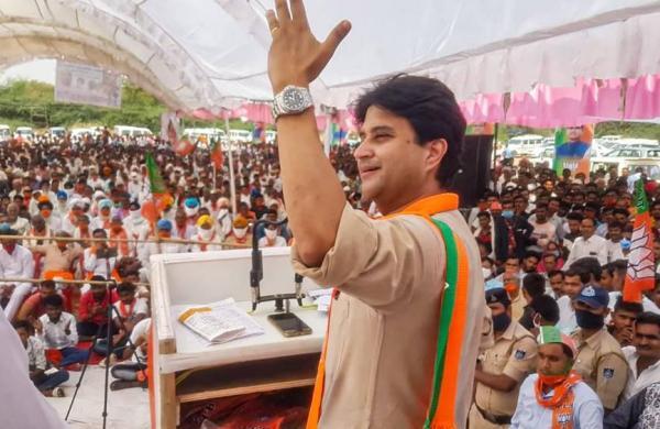 Madhya Pradeshcabinet expanded, twoScindia loyalists return as ministers