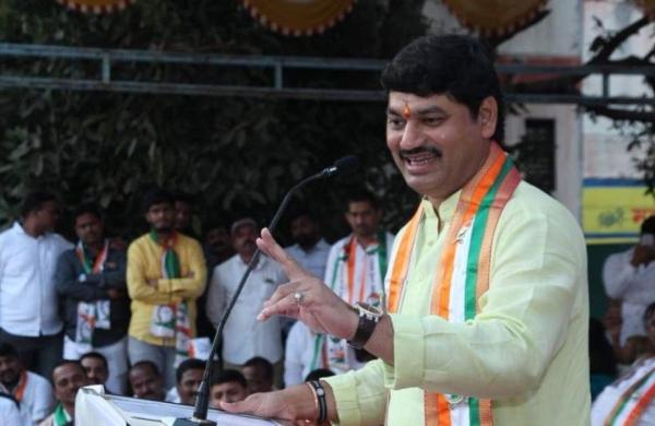 Woman accuses Maharashtra social justice minister Dhananjay Mundeof rape