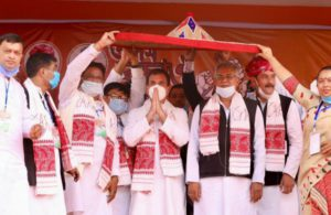 Assam polls: Rahul Gandhi promises to hike wages of tea workers