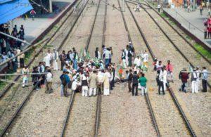Farmers participate with vigour in 'rail roko'; railways says impact negligible