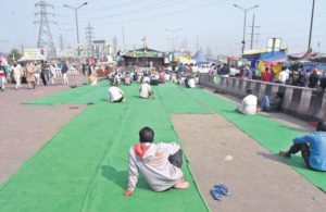 Farmers' stir: Crowds at Delhi borders thinning, but protesters'spirits remain high