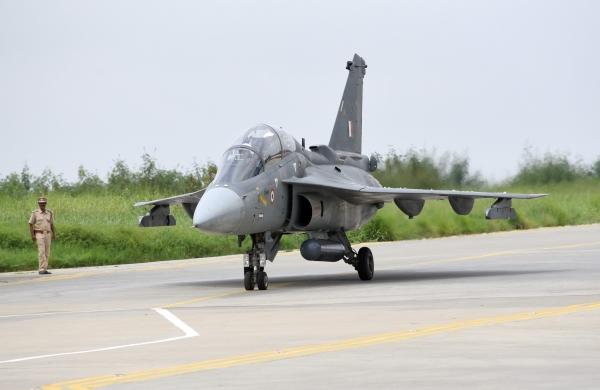 Hindustan Aeronautics, Indian Air Forceto signRs 48,000 crore Tejas aircraft dealon Wednesday
