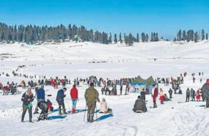 Tourists return to Valley, Gulmarg hotels booked until end of April