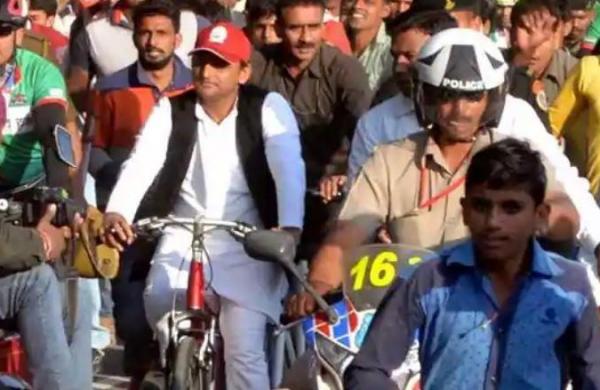 Akhilesh Yadav begins350 km cycle yatra from Rampur in support of Azam Khan