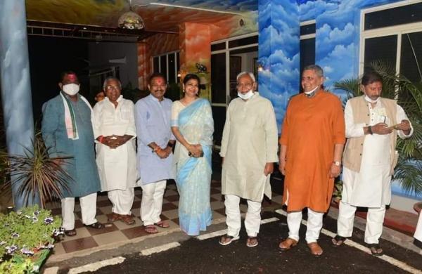 Bihar CM Nitish Kumar visits residences of party leaders to spread Holi joy
