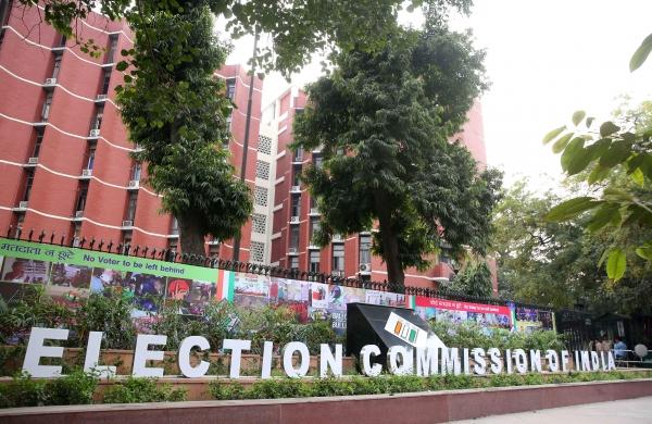 EC orders Yogi governmentto suspend IAS officer for power misusein Bengal polls