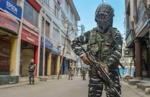 Jaish-e-Mohammad associate held in Jammu and Kashmir's Pulwama