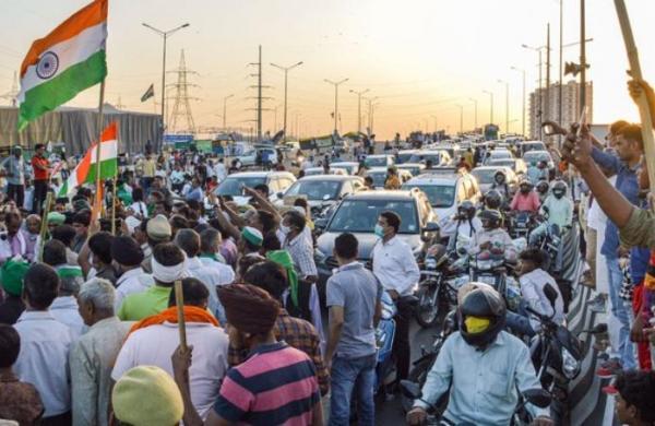 Farmersprotest at Noida border against 'attack' on Rakesh Tikait