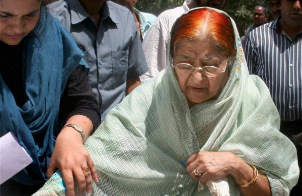 Gujarat riots: SC adjourns hearing on Zakia Jafri's plea against SIT clean chit to Modi