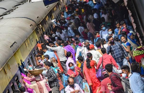 Lockdown fears return asmigrants board Bihar-bound trains, buses in large numbers