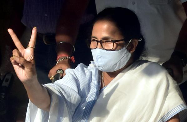 Mamata Banerjee casts vote in Bhabanipur