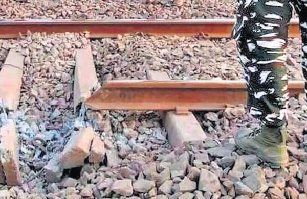 Maoists blow up parts of Howrah-Mumbai rail line