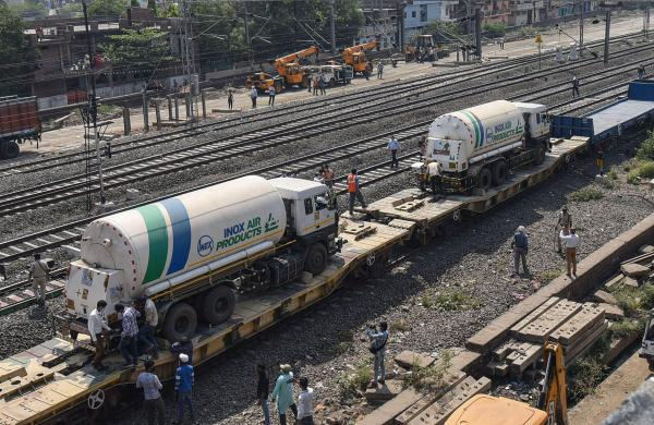 Oxygen Express with 64 tons of liquid oxygen reaches Madhya Pradesh