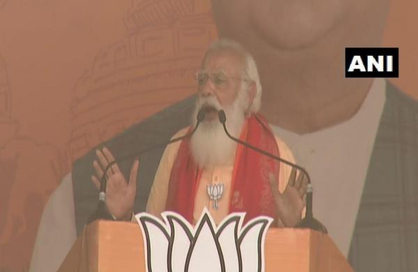 PM Modi makes strong Hindutva pitch in Bengal, slams TMC over antipathy for 'chotiwalas'