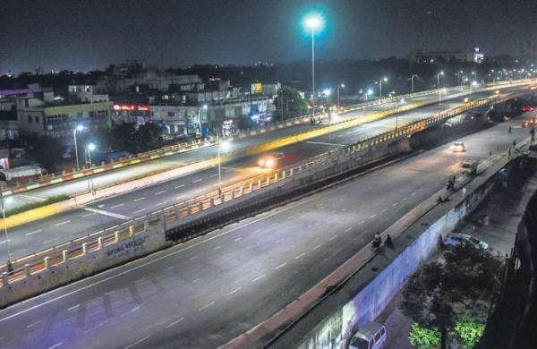 Pune 12-hour curfew begins, BJP protests for bus services