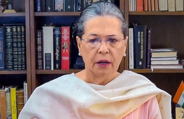 Amarinder-Sidhu row: Sonia Gandhi sets up three-member panel to resolve differences among leaders in Punjab