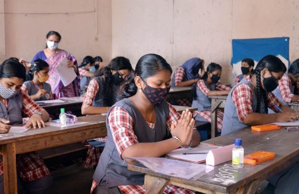 CBSE to announce marking policy for class 10 board exams; to evaluate students on basis of internals