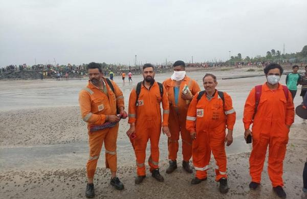 Cyclone Tauktae: Indian Navy, Coast Guard rescue 317 people from two barges