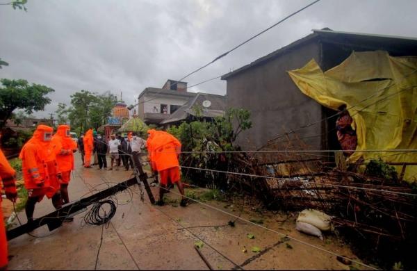 Cyclone Yaas: Tidal water flows into Haldia dock; massive rainfall pounds coastal Odisha