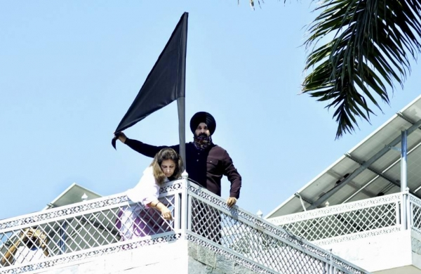 Navjot Sidhu hoists black flag at his house in support of protesting farmers
