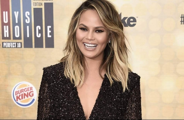 Chrissy Teigen jests about 'bullying' past post apologising for cyberbullying scandal