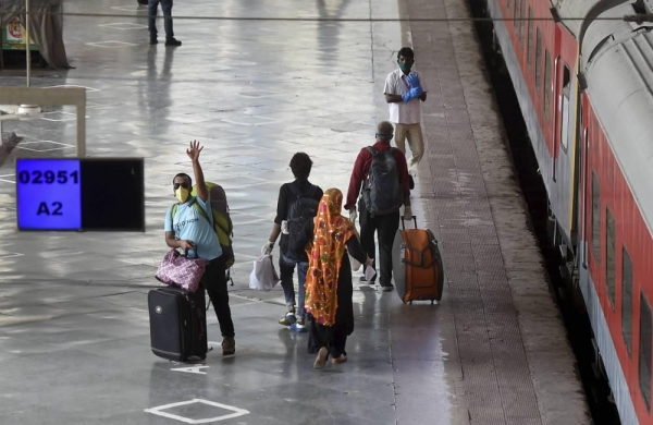 Covid: Stoppage of sale of platform tickets see railways' earnings dip by 94 per centin FY 20-21