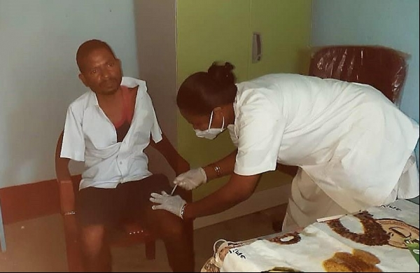 Double amputee, who lost his hands, gets COVID vaccine on left thigh inJharkhand