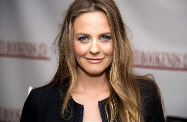 Hollywood actress Alicia Silverstone boards comedy feature 'Senior Year'