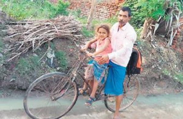Jharkhand man pedals 400 km once a month for ailing son amid Covid lockdown