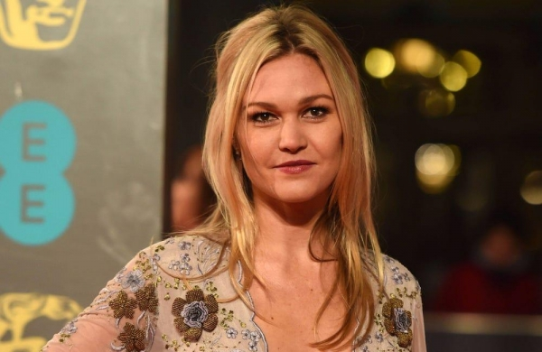 Julia Stiles to makedirectorial debut with 'Wish You Were Here'