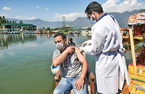 No pay in Jammu and Kashmir district for not achieving 100 per cent Covidvaccine target