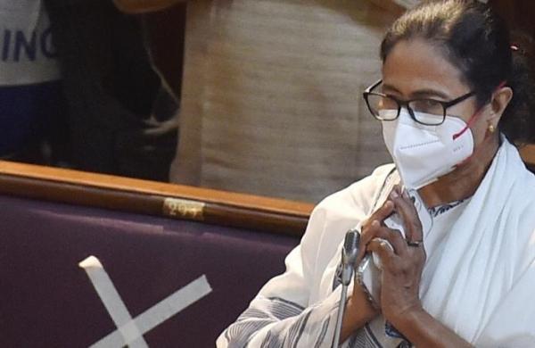 SC to hear pleas of CM Mamata Banerjee, Law Minister in Narada bribery case on June 25