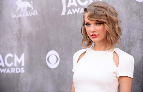 Singer Taylor Swift joins Christian Bale and Margot Robbie in David O Russell's next film