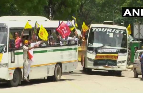 200 farmers reach Jantar Mantar for protest against farm laws amid heavy security arrangements