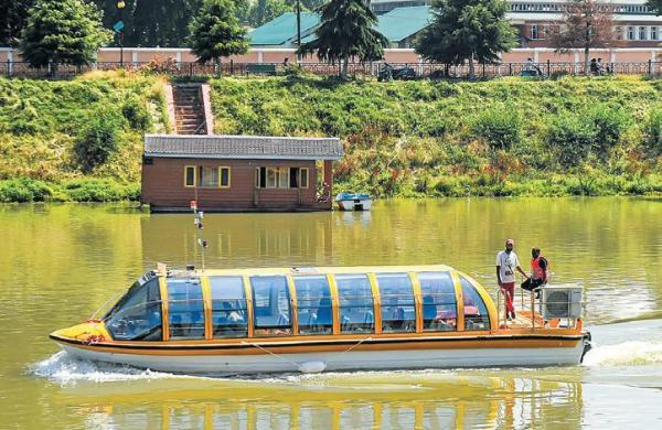 Bus-boat service on Jhelum to revive water tourism