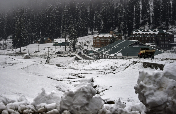 COVID: Gulmarg tourist destination out of bounds for local day-picnickers on weekends