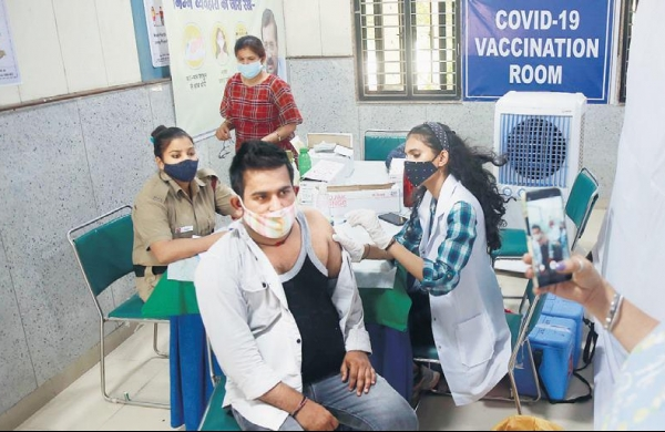 Fall in COVID-19 jabs casts doubts on vaccination target by year-end