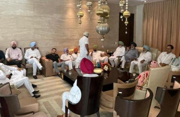 In a show of strength, nearly 60 Congress MLAs turn up at Punjab Congress chief Sidhu's home