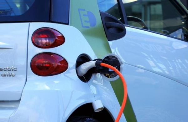 Maharashtra unveils new electric vehiclepolicy, sets 10% share in total registrations by 2025