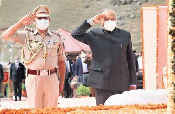 President pays respect to martyrs of Kargil war