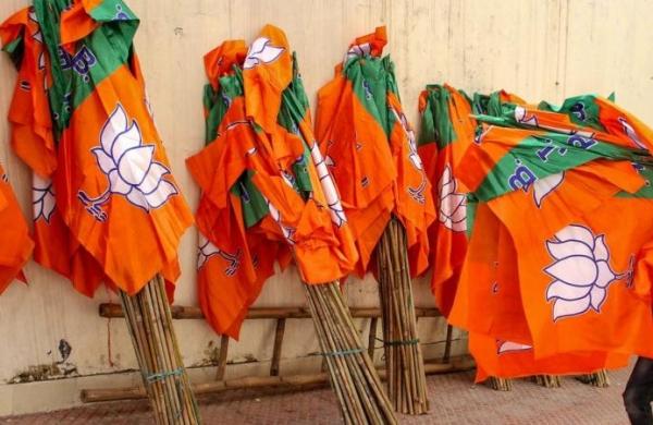 Vehicles of BJP leader Sanjay Tandon, city Mayor attacked in Chandigarh