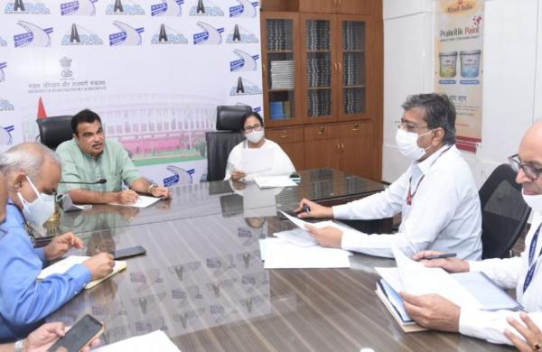 West Bengal CMMamata Banerjee calls on Nitin Gadkari, discusses projects in state