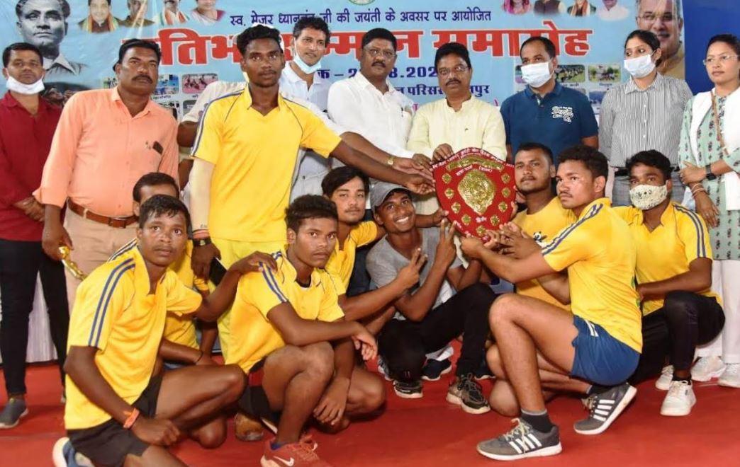 खेल से जीवन में आगे बढ़ने और अनुशासन की मिलती है प्रेरणा: संसदीय सचिव श्री राजवाड़े