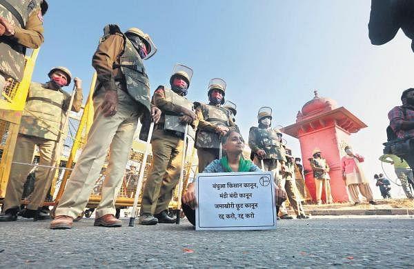 Haryana police lathicharge protesting farmers near Karnal,10 injured