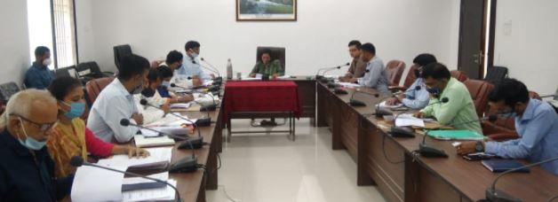 कलेक्टर ने विभिन्न विभागों के अधिकारियों को प्रस्तुत किये जाने योग्यलंबित प्रकरणों की सूची उपलब्ध कराने के निर्देश दिए