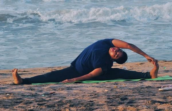 'Y-Break': Five-minuteyoga inministry and government officestode-stress employees